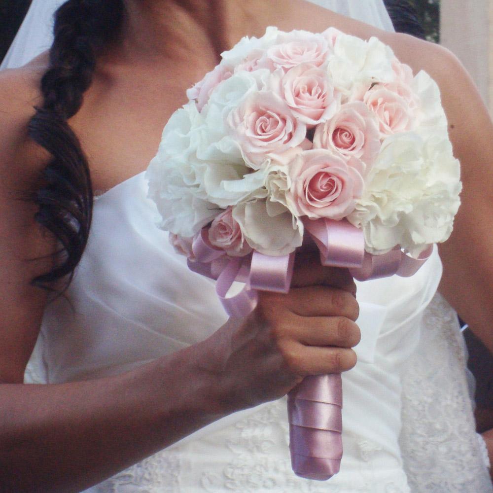 Arreglo floral ramo de novia con rosas rosas y licianthus - Ramos de calas para novias ...