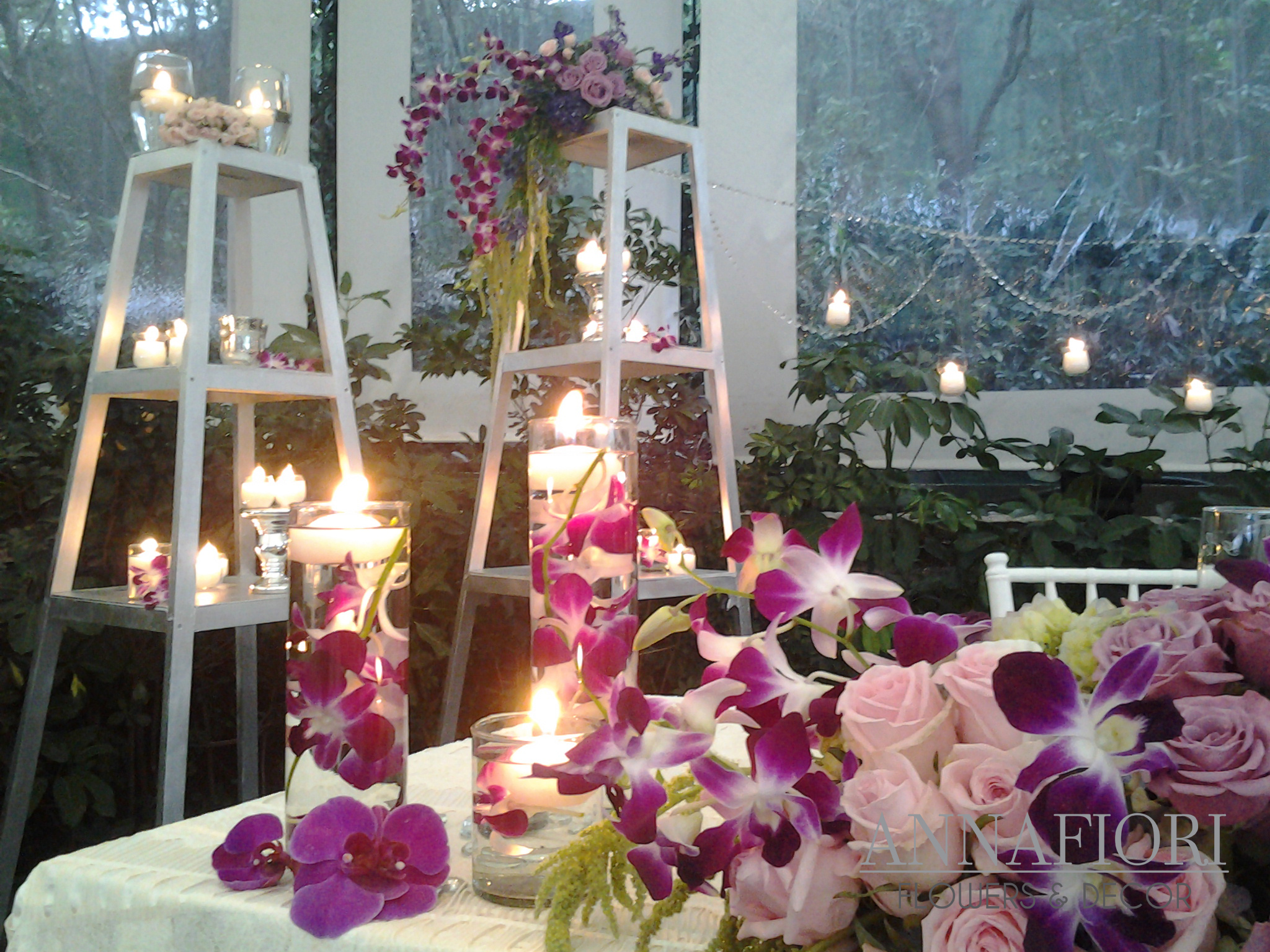 Decoraci n de una boda de noche en jard n for Arreglo de boda en jardin