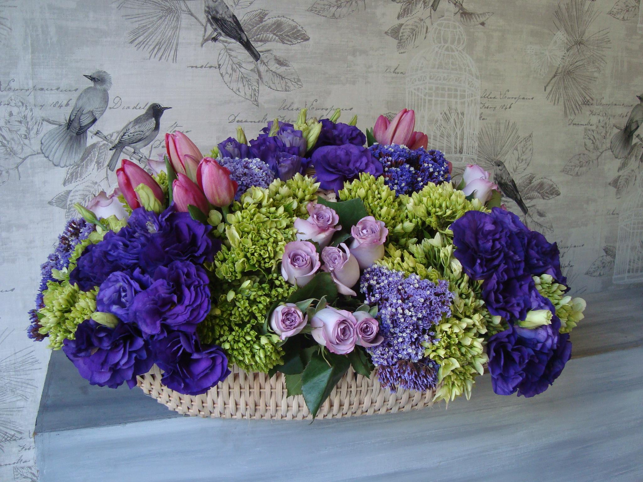 Canasta De Rosas Y Tulipanes